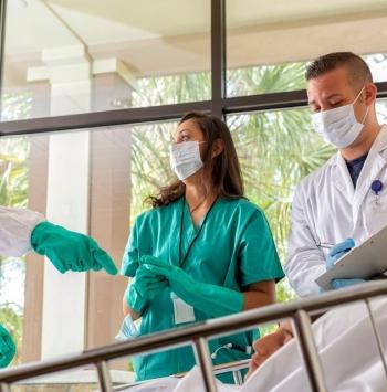 غسل الشراشف والفوط والملابس المتسخة للمرضى المصابين بعدوى كوفيد -19