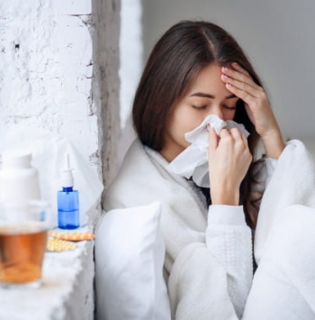 كيف نفرق بين فيروس كورونا والإنفلونزا الموسمية من حيث الأعراض؟